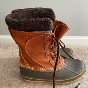 LL Bean women's snow boots with tumbled leather